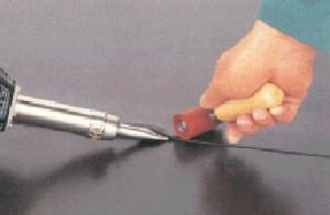 Соединение плёнки с применением сварочной машины ручной и нажимного ролика